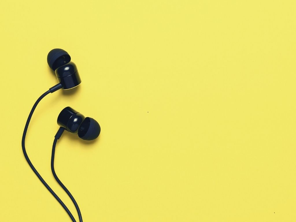 Top 7 Best Gaming Earbuds For Xbox One, PS4 Or PC (2021 Reviews)